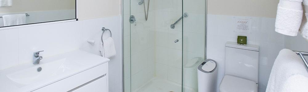 Pavillas bathroom