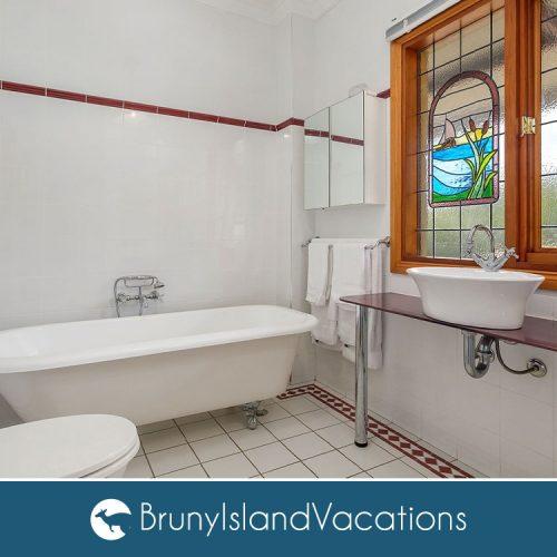 Bruny Island Vacations Family Bathroom